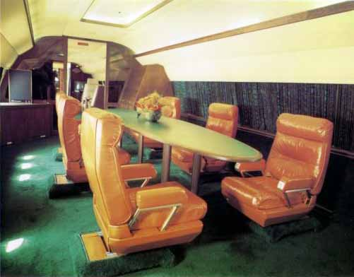 Montons à bord du Lisa Marie, l'avion d'Elvis Presley (5/6)