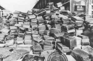 Valises ayant appartenu à des gens déportés au camp d'Auschwitz